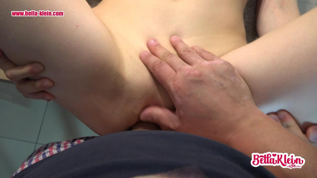 Stiefvater fickt die enge Muschi seiner Stieftochter - RedTube->