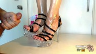 Sexy babes high heels Handjoy cumshot on gourgeous oiled feet with extreme high heels