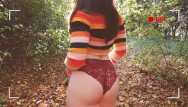 Karen kopins naked Plein air - copine hipster prend son pied dans les bois.