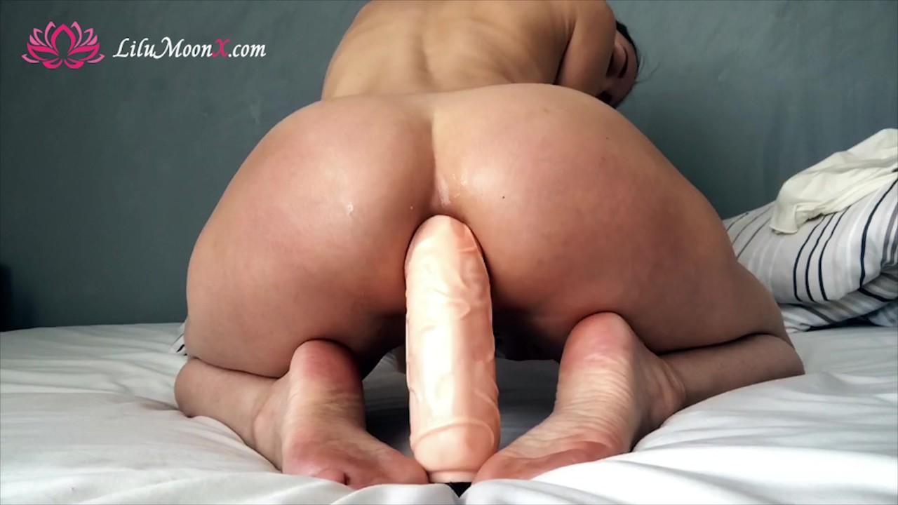 Грубый анальный мой маленькая задница с огромным дилдо, анальный оргазм!