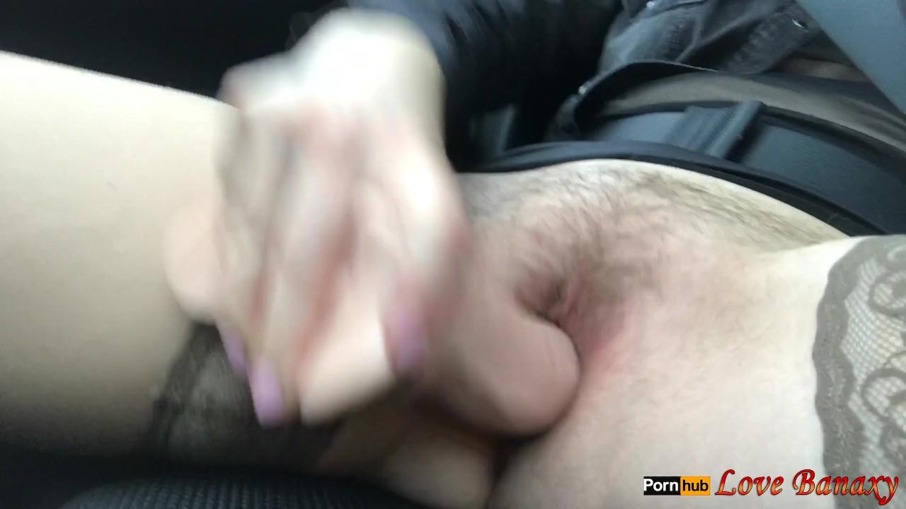 Волосатая киска мастурбация в автомобиле