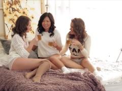 Lesbiennes liona & veiki & latoya slikken dude's grote lul in groepsseks