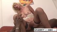 Granny gets fucked slutload - Blonde gets her ass filled
