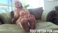 Free feet toes porn pictures - Femdom foot fetish and pov toe sucking porn