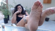 Antiwrinkle facial cream - Wrinkled mature feet pov outdoors- you worship while i smoke