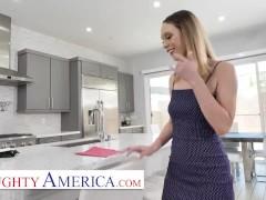 Naughty America - Jade Nile Puts On A Big Ass Show