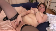 Slutty Mature Hoe gets some Nice Pussy Smashing in the Bedroom