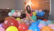 Latex balloon alien Mega mass balloon pop