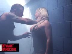Deviant Hardcore - Seksslaaf aan de lijn Cali Carter ruw gedomineerd