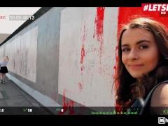 Geile Hostel - Kleine 18 yo Vlogger meisje wordt geneukt in Hostel - LETSDOEIT