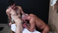 Pictures of older gay ment - Hairy older men go bareback in locker room - menover30