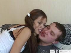 schattig meisje gepassioneerd zuigen beste vriend van de vader en hard neuken