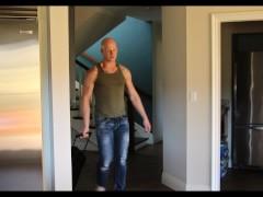 Princeton Price vindt zijn kamergenoot's Dildo - NextDoorRaw