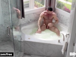 BROMO – to Switch hunks rim and fuck in the bath