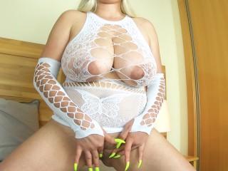 RUBIA SEXY SE MASTURBA PARA UN FAN  4K BIG TITS