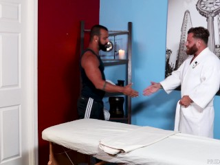Riley Mitchell Gets Beefy Massage – MenOver30