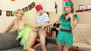 Лесбийская вечеринка с переодеванием, женщины в нижнем белье порно видео бесплатно