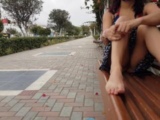 muestra su coño en el parque. Ciudad de México