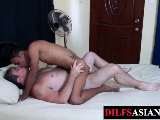 Amateur Asian barebacked before blowing daddies dick