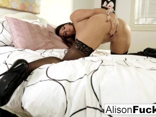 Alison Tyler makes herself cum in bed!
