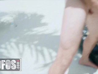 Mofos – Cute Teen Vina Sky Spreads Her Legs & Slides On Lucky Guy's Huge Cock Outdoors
