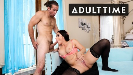 Impressing My Handyman with Juicy Squirts - ADULT TIME