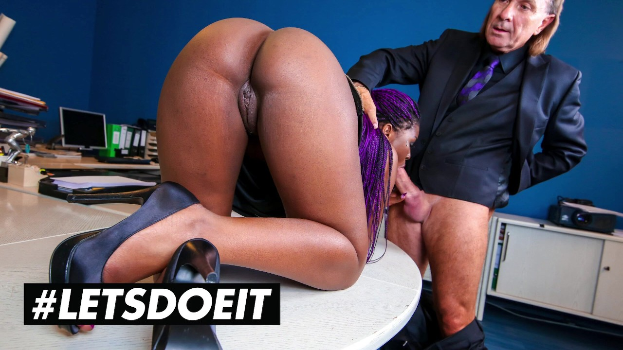 BUMSBUERO - BIG BOOTY EBONY SUNNY STAR HARDCORE INTERRACIAL SEX WITH BOSS - ...
